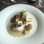 ル・トリアノン - メインは若鶏の胸肉、クリームソース。お肉は少しパサついてました。60点くらい。