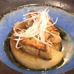 出汁と小鉢の和食 なのに - フォアグラ大根ステーキ ¥1100
