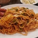 レストラン伍平 - 大盛ナポリタン、タコちゃんウインナーは6本
