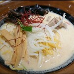 札幌 炎神 - 芳醇味噌らーめん(¥900)。 量が丁度良くて食べやすかったです!