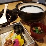 親和苑 - 土鍋ごはん、漬物、赤だし