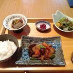 SHARI - 煮魚定食(昼)