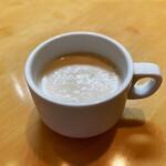 138042788 - 冷製カリフラワーのスープ