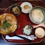 桜の里 - 比内地鶏親子丼と稲庭うどんのセット