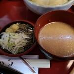 桜の里 - ゴマだれと薬味(じゅんさいも)
