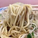 春駒食堂 - 早速麺食べてみようと麺上げすれば所々にオコゲがあるのが好印象♪
