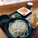 手打うどん 三徳 - ここで釜揚げ、初めて食べます 全部で615円 (15円ってなんだろう)