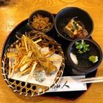 そば仙人 - かき揚げ・チクワの天ぷら・切り干し大根・豆腐