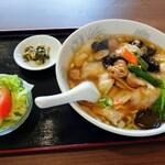 百楽門 - 料理写真:台湾風旨煮麺と半チャーハンセット780円税別