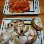 丸和 - 特製キムチ・シイタケ