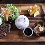 オルケスタ - 本日のお肉のランチ(ステーキ)