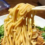 中華そば うめや - 【期間限定】うめや式 担々まぜそば、麺リフトアップ