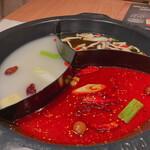 モンゴル薬膳しゃぶしゃぶ小尾羊 - 究極薬膳スープ(3種)