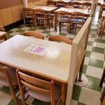 さかな大食堂渚 - イス・テーブル席(4名席)