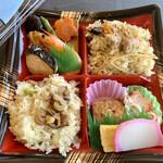 まんえい堂 - 料理写真:京風弁当 (松茸おこわ&かしわおこわ)  630円
