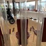 カフェ&レストラン ドルフィン - 一階。一階は今は利用されていないので二階にご案内されます(o^^o)