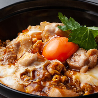 〆にオススメの親子丼、低温調理の白肝や黒板メニューも様々!