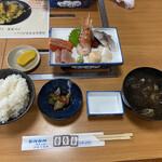よってけ まるとみ - 料理写真:刺身定食