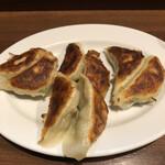 ぎょうざの店 黄楊 - 料理写真:餃子420円