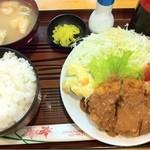 13809342 - 日替わり定食550円。ミンチカツ