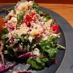 138093406 - 華やかなサラダはトマトやビーツ、コリンキー(生食できる南瓜)やケイパー、クスクスに風味良いグラナパダーノチーズまで