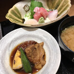 Shunsaiaoyama - 豚の角煮 & お刺身