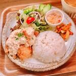 リトルカフェ ポルタ - 揚げ鶏のタルタルソースプレート