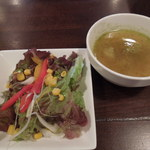 13811020 - ランチセット¥800のサラダとお代わり自由のスープ