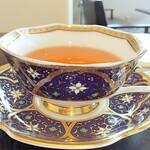 パティスリー ボンヌ ノノ - 素敵なカップに紅茶