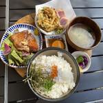 海沿いの キコリ食堂 - おすすめ全部のせ切り株定食 ¥1600