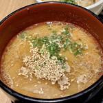 神田箸庵 - けんちん汁 里芋・ごぼう・蓮根・人参・鴨肉・焼きねぎ こちらをお蕎麦のつけ汁としていただきます♪