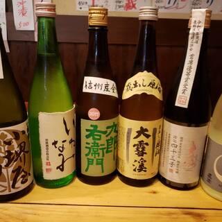 信州を代表する日本酒が豊富に揃う。