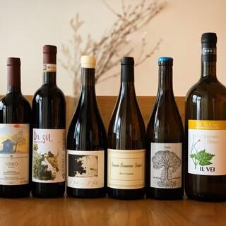 自然派ワインをたくさん取り扱っております