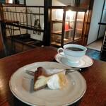 グライナリーズコーヒースタンド - ベイクドチーズケーキセット950円
