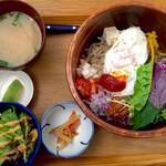 おうちごはん処 ふたば食堂 - 料理写真:彩り具沢山のビビンバごはん ¥990 (税込)