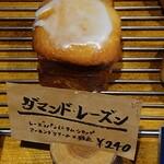 パティスリー タツヒト サトイ - ①ダマンド・レーズン(¥240)