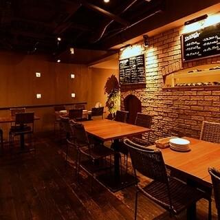 狭すぎず広すぎない、ちょうどいい空間で食事を楽しめます