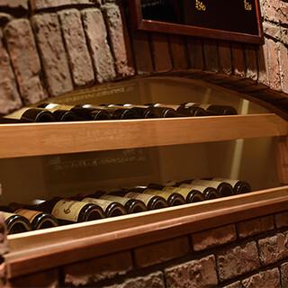 ソムリエが選び抜いたワインは、200~300種類ございます