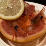 旭川パークホテル - 料理写真:ピンクグレープフルーツと海鮮マリネ(いくら、海老)アップ