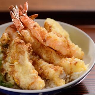 名物の天丼はボリューム満点!天ぷらはメニュー豊富で高コスパ