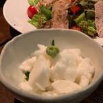 138141337 - たたき長芋の山葵醤油¥580