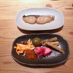 ナチュラルレストラン&デリ みどりえ - 上:サワラの味噌漬け焼き
