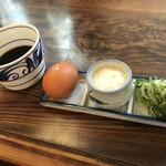 皿そば 渚庵 - おダシ&薬味(生卵 とろろ ネギ わさび)
