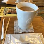 レインボー カフェ - ドリンク写真:カフェオレ