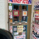 アメリカン - 店内入り口。店内入ったことないです笑。
