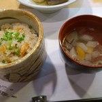 茶々 - 桜海老の炊き込みご飯とスープ