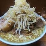 ラーメン富士丸 - 豚入りラーメン野菜にんにくその1