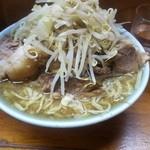 ラーメン富士丸 - 豚入りラーメン野菜にんにくその2