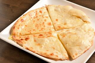 SANTA インディアンキッチン&バー - ダブルチーズナン