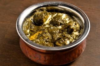 SANTA インディアンキッチン&バー - サグパニールカレー(ほうれん草とチーズのカレー)